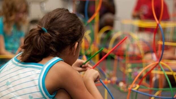 Психолог рассказал, чем современные дети отличаются от детей 90-х и 2000-х