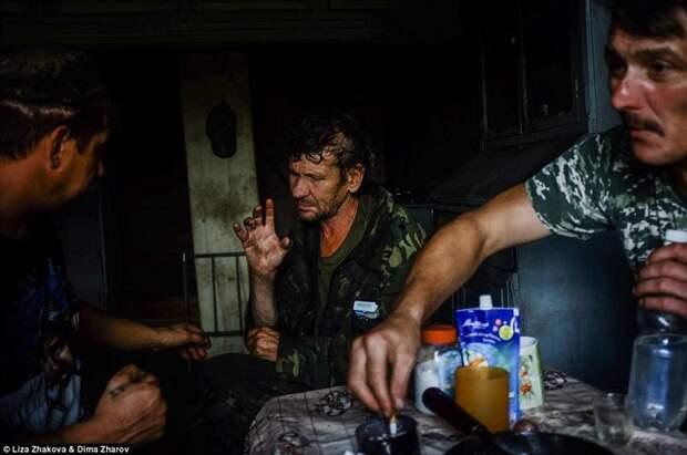 Электричества в доме Леши нет (с друзьями-охотниками) бомжи и пьяницы, российская глубинка