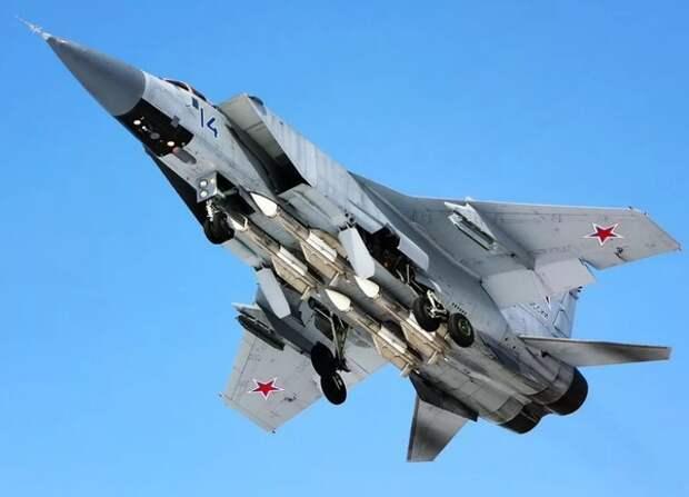Российские летчики посадили сверхзвуковой истребитель с неполадками в шасси