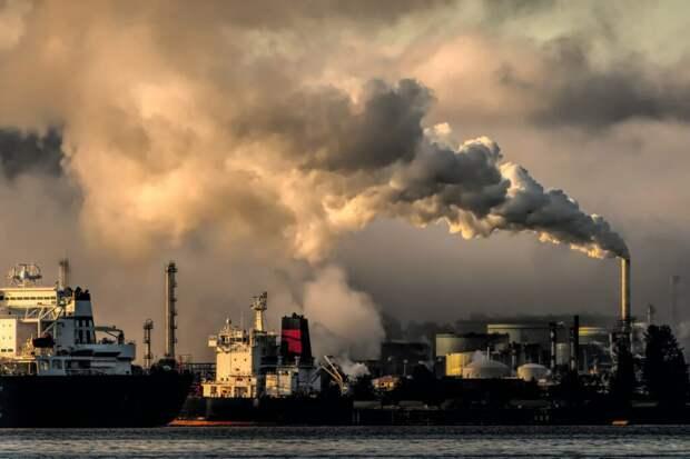 _дым_екатеринбург-1024x683 В Екатеринбурге выброс химикатов: в ближайшем поселке на улице невозможно дышать (видео)