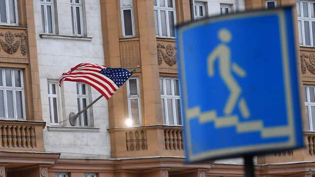 Власти России намерены отложить запрет на найм россиян в посольство США