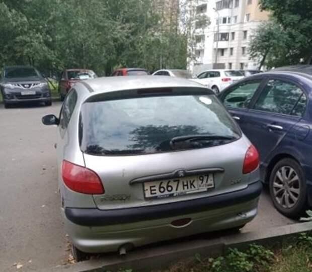 Авто в Валдайском не имеет признаков заброшенности