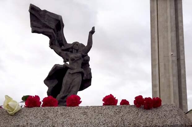 В Риге не будут закрывать 9 мая доступ к памятнику Освободителям