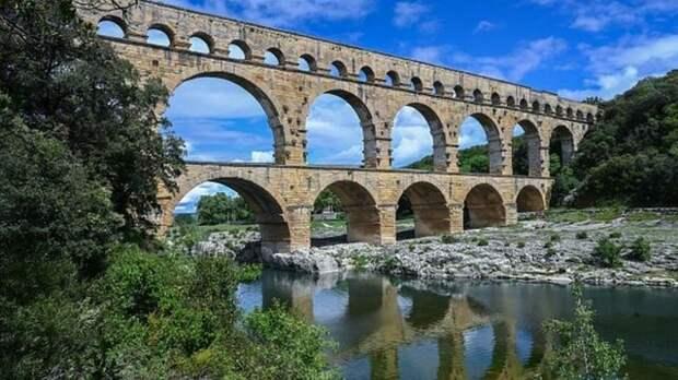 Пон-дю-Гар - самый высокий сохранившийся акведук времен Римской империи