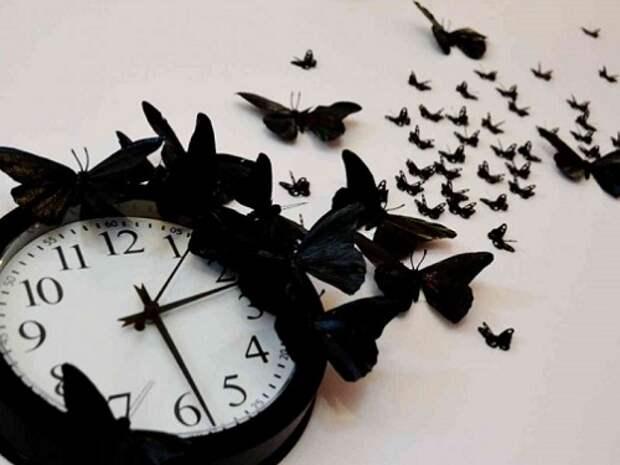 Куда можно и куда нельзя вешать часы в доме?