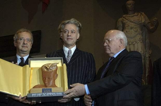Голос Мордора: Лауреату Нобелевской премии мира никогда не отмыться от крови