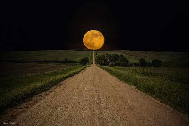 Road to Nowhere - Supermoon by Aaron Groen on 500px