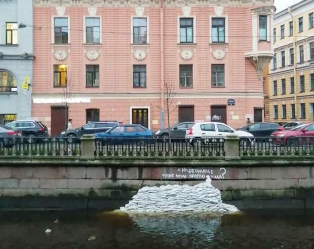 «Мостотрест» заявит в полицию на рисунок Умки на набережной Грибоедова