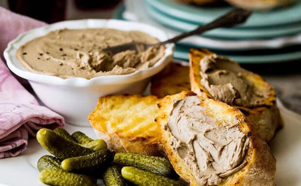 Паштет из куриной печени за 15 минут: готовим банку, а потом едим весь день вместо масла