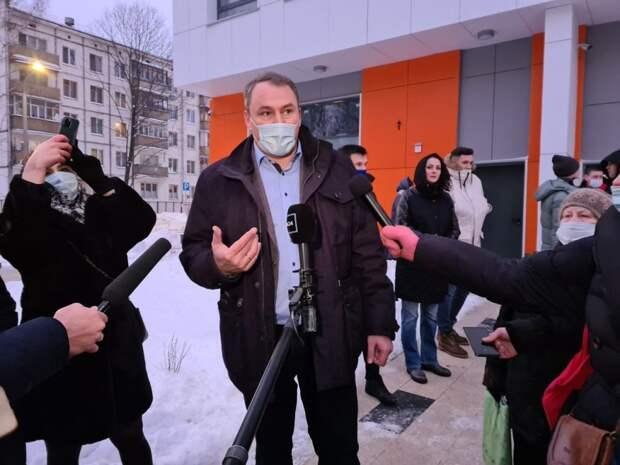 Депутат Госдумы Пётр Толстой проинспектировал новые дома по реновации в Кузьминках