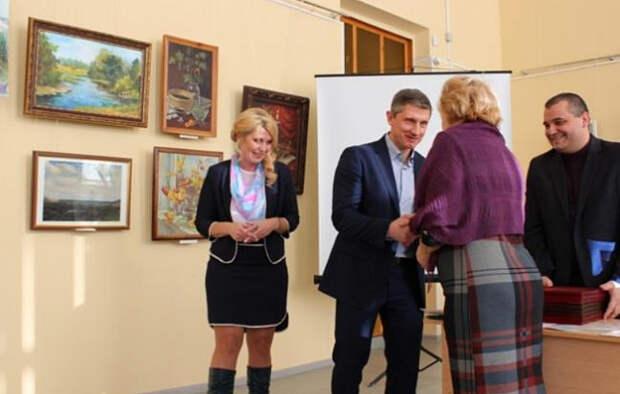 «Человек заслуженный». В Клинцах объяснили отдых дочки мэра в Турции вместо сирот и инвалидов