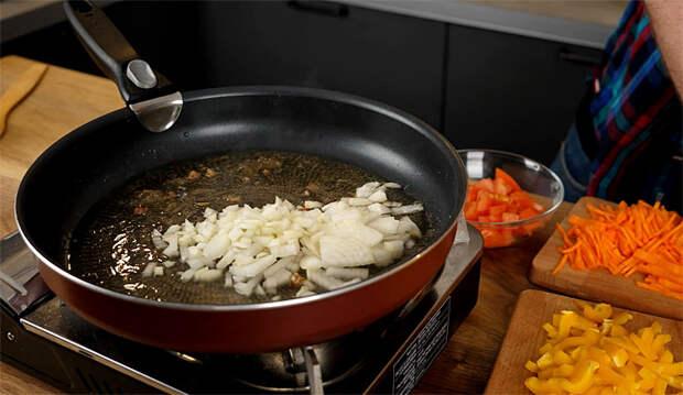 Варим кастрюлю мясного супа из двух банок тушенки