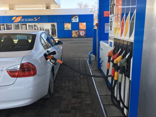 В каких регионах России заправляться дешевле и дороже всего