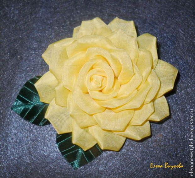 Создаём брошь-розу из ткани без профессиональных инструментов