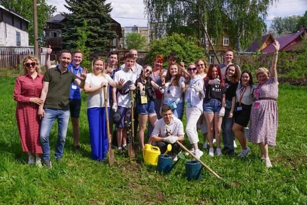 Памятную аллею высадили участники фестиваля «Российская студенческая весна-2021» в Нижнем Новгороде