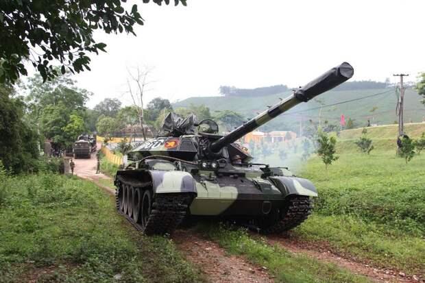 Танки Т-55 прошли модернизацию. Бревно на месте