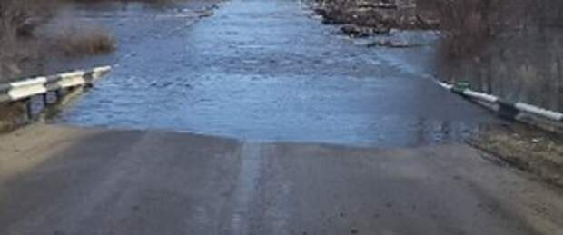Река Чулым подтопила дорогу в Бирилюсском районе края