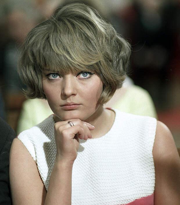Марианна Вертинская в фильме «Его звали Роберт».