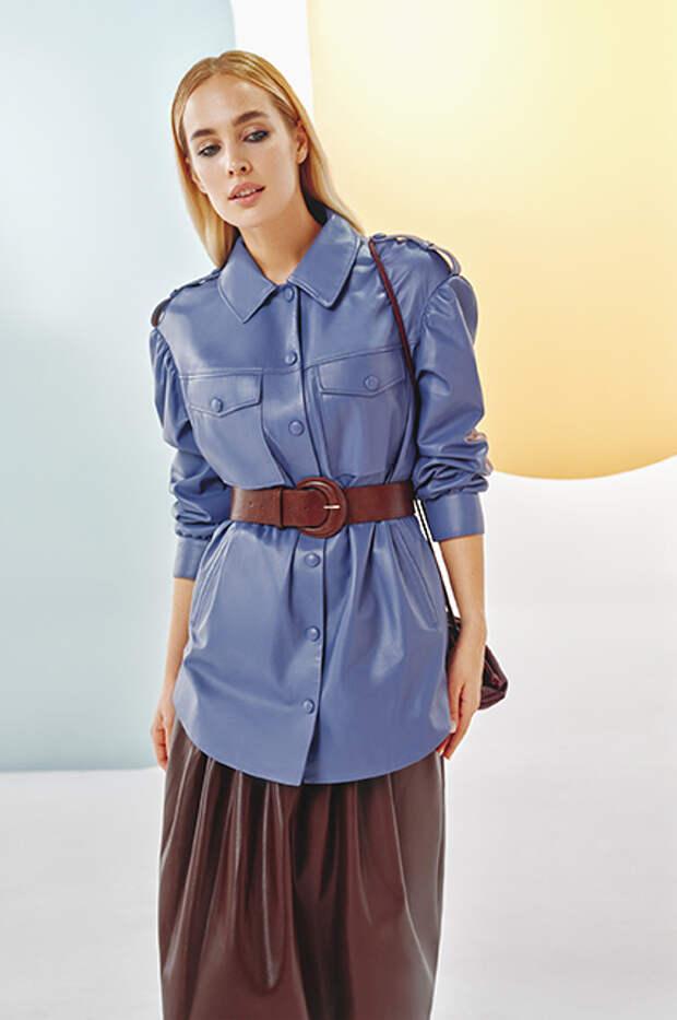 Пастельные тренчи, шелковые юбки, базовые рубашки: выбираем в лукбуках вещи для лета в городе