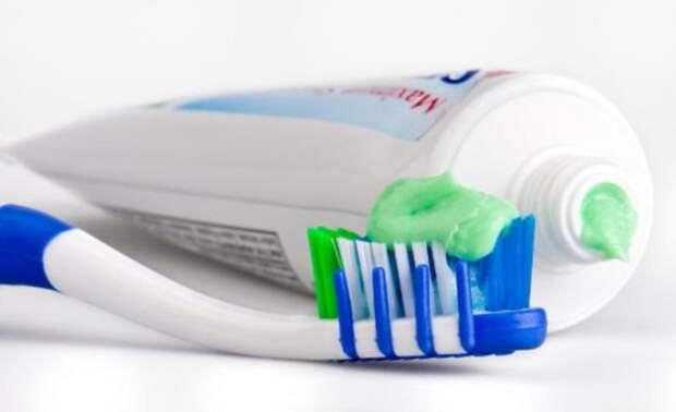 18. В штате Род-Айленд продажа зубной пасты и зубной щетки одному покупателю является незаконной... по воскресеньям. абсурдные законы, законы сша, сша