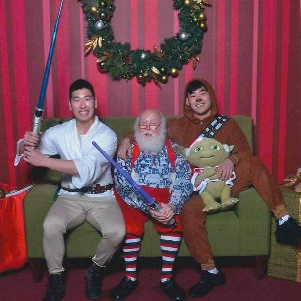yearly-ageless-santa-pictures-08
