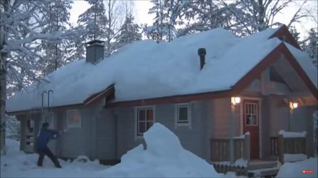 Видео: Как убрать весь снег с крыши с помощью веревки