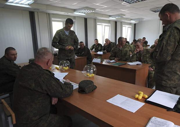 В штабе Всеармейского конкурса «Отличники войсковой разведки» команды определились с очередностью выхода на старт