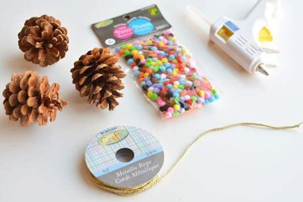 Ёлочные игрушки из шишек