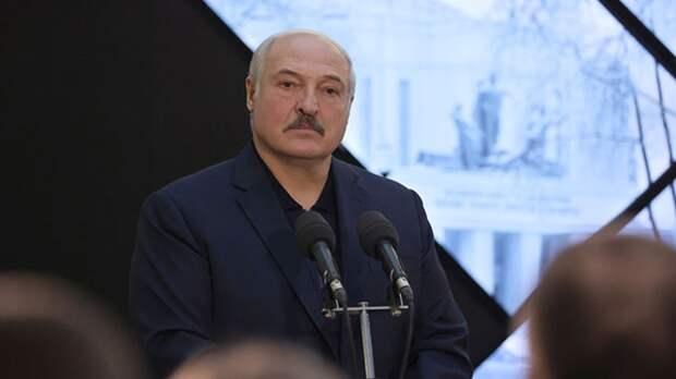 Лукашенко заявил о необходимости приравнять стандарты для госслужащих к военным