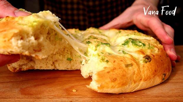 Фото к рецепту: Чесночная лепешка с сыром