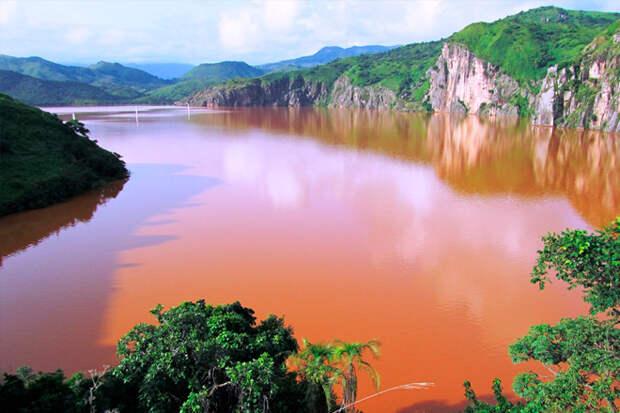 Озеро тысячи душ: самый опасный водоем Африки