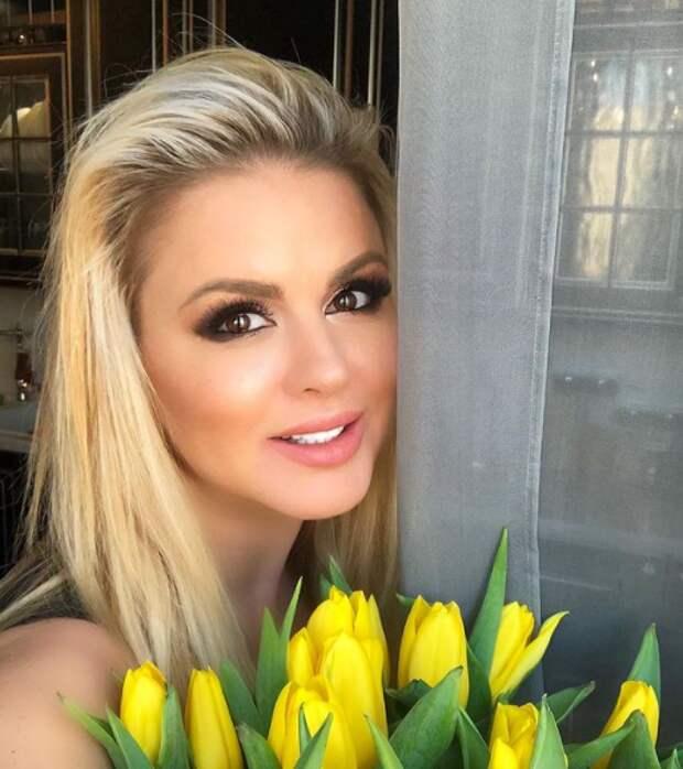 После похудения Анну Семенович не узнали поклонники