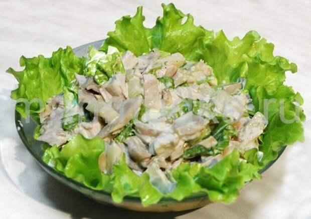 Вкусные салаты из курицы с грибами и сыром. Домашние и ресторанные варианты