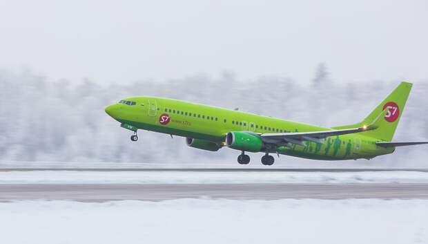 Более 40 рейсов задержали и отменили в московских аэропортах утром в пятницу