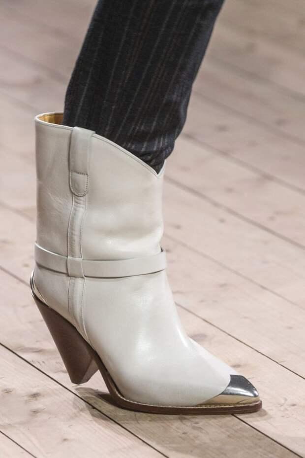 Короткие белые ботинки с треугольным каблуком Isabel Marant