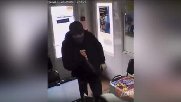 Билась зажизнь: опубликовано видео драки ростовчанки свооруженным мужчиной