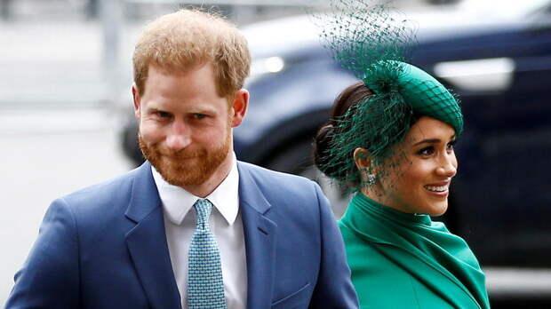Во дворце призвали принца Гарри и Меган Маркл отказаться от титулов