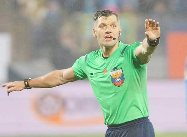 «Не стоило пенальти в ворота «Химок» назначать. Сутормин сам подбивал ногу защитнику», - бывший арбитр