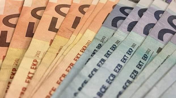 Курс доллара впервые с августа 2018 опустился до 63 рублей