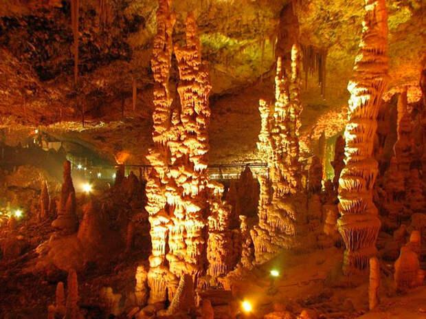 Сталактитовая пещера в Иудейских горах