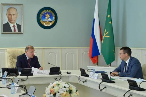 Глава Адыгеи провел встречу с руководителем регионального представительства банка ВТБ