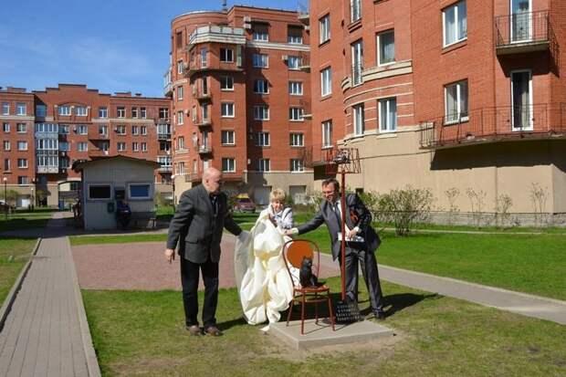Памятник кошке блокадного Ленинграда появился на улице Композиторов