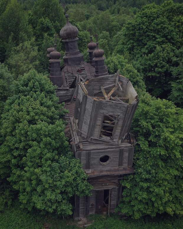 Рухнувший деревянный Никольский храм в селе Ранцево