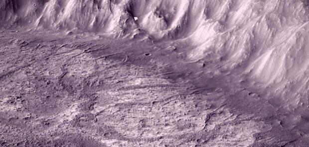 Марсианский кратер свидетельствует о теплом прошлом Красной планеты