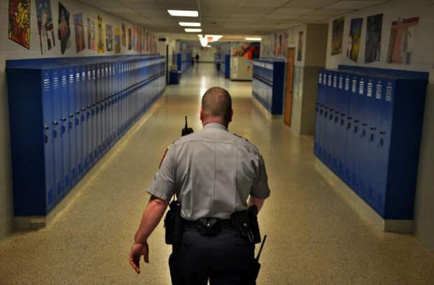 Какие меры безопасности существуют в молдавских школах?