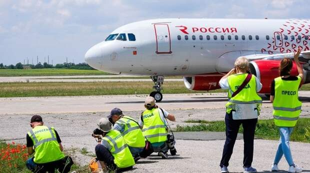"""30 фотографов приняли участие в летнем споттинге в аэропорту """"Симферополь"""""""