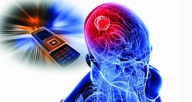 Врач заявил о головных болях при частом использовании смартфона
