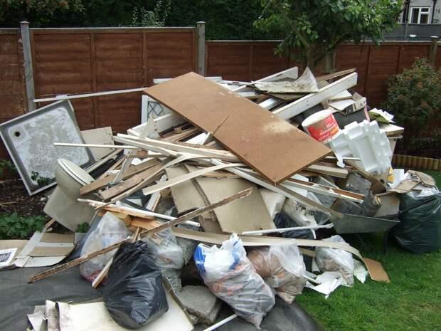 Убрали стройматериалы перед домом – получите штраф. Так убирать или не убирать?
