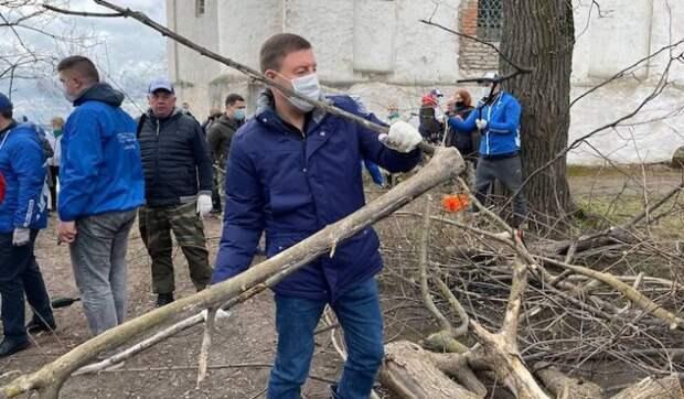 """""""Единая Россия"""" и Минстрой провели Всероссийский субботник"""