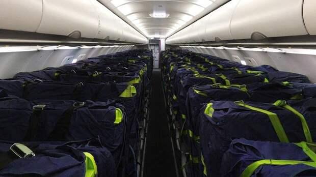 Как на пассажирских самолетах перевозить грузы? Есть несколько решений